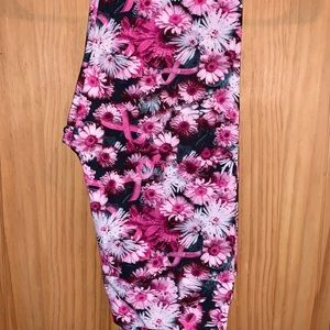 NWT OS LLR BCA Pink Floral Print Black Leggings